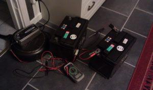och nyladdade batterier